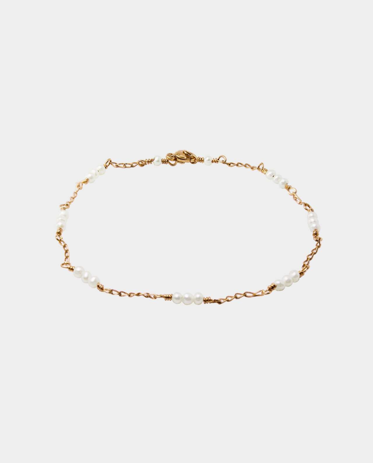 Handmade bracelet with twenty white pearls and chain of sterling silver plated with 18 carat gold