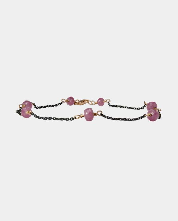 Handmade pink sapphire bracelet in a casual and versatile design with a chain of black oxidized sterling silver