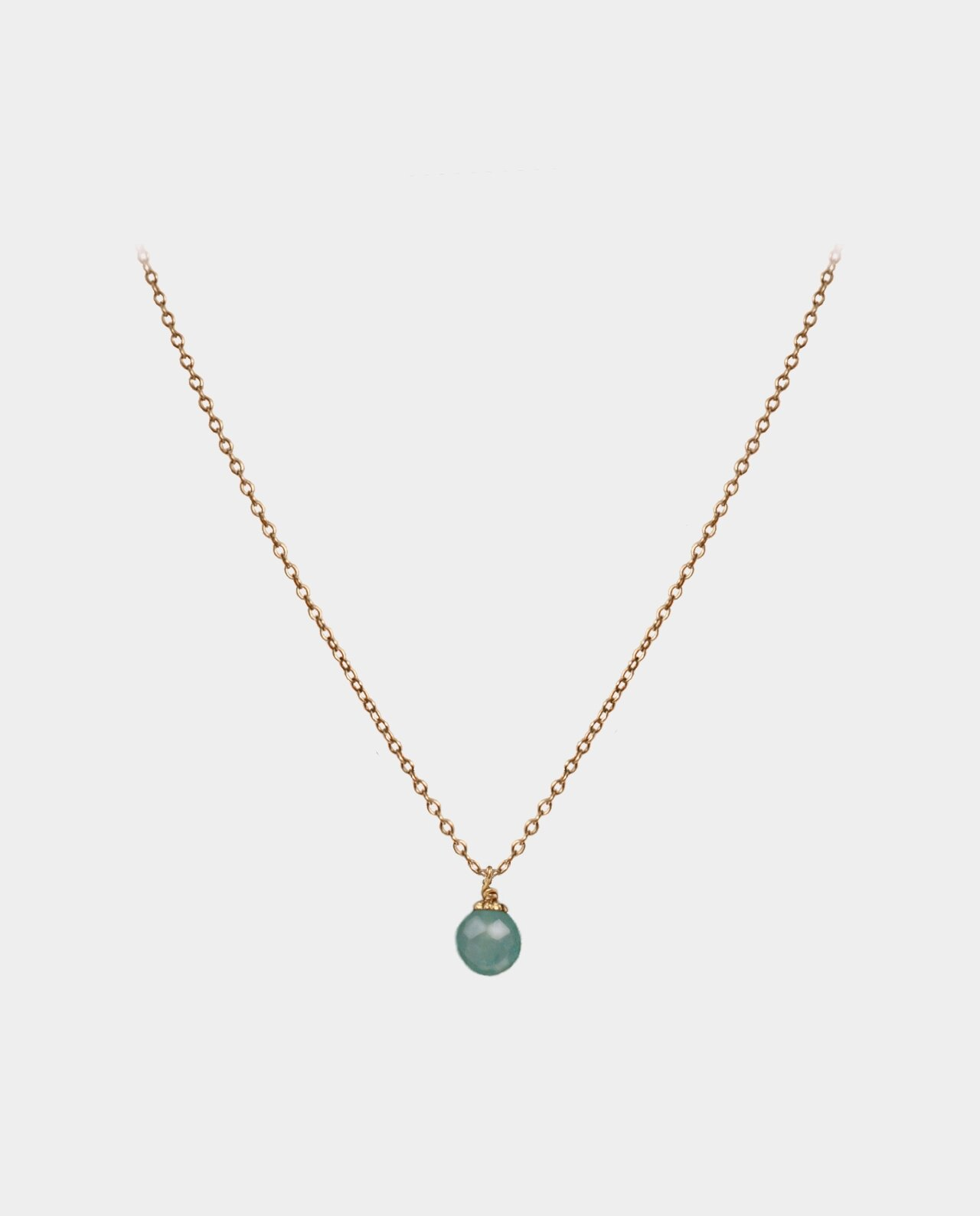 Necklace with round aventurine whose greenish color highlights your complexion and personality
