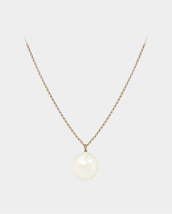 Halskæde med hvid perle der bevæger sig frit i sin smykkekæde af sterlingsølv forgyldt med 18 karat guld
