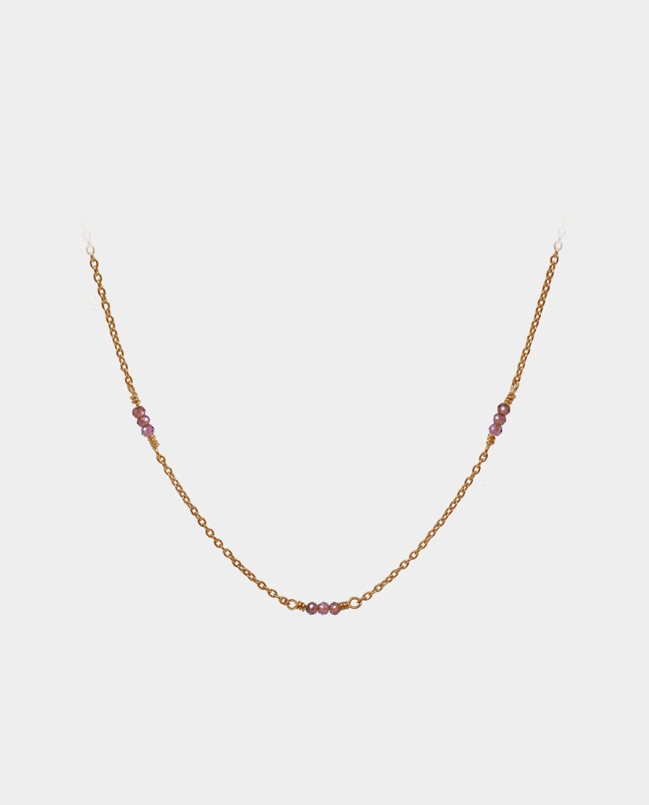 Handmade necklace with garnets made to lie in a fine line around your neck with chain of sterling silver gold-plated with 18 carat gold without nickel