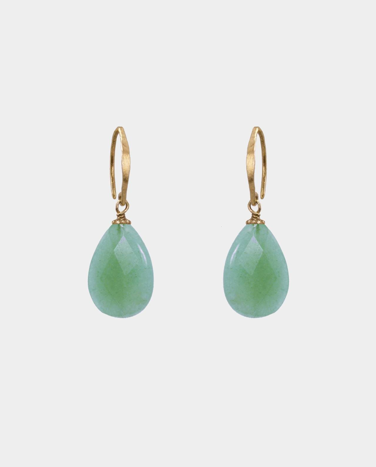 Handmade droplet-shaped earrings with bevelled aventurines and hammered ear hooks in sterling silver plated with 18 carat gold