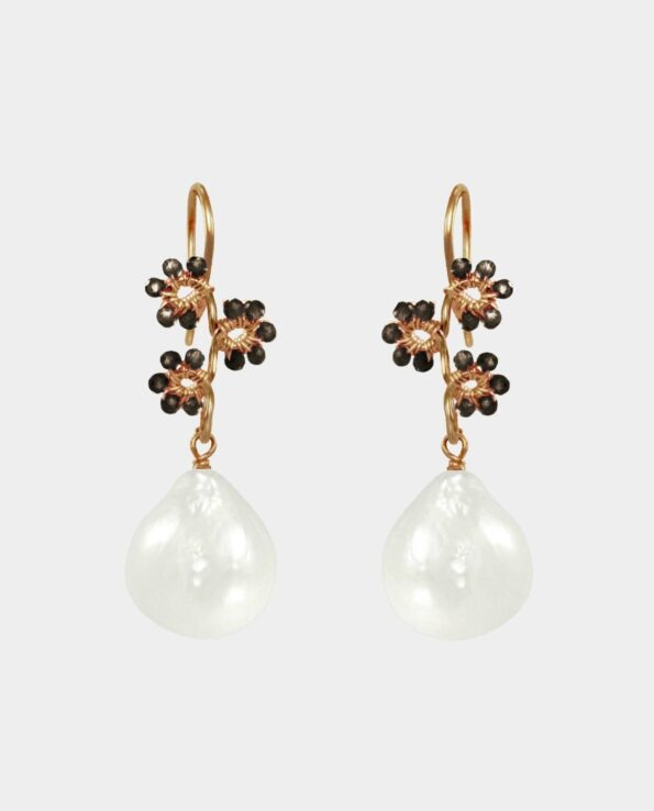 Earrings with droplet-shaped freshwater pearls and gemstones in a variety of colours