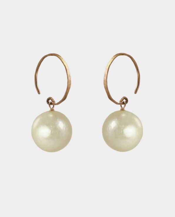 Håndlavede gyldne perler i farvespekter med cirkelrunde forgyldte vintage ørekroge