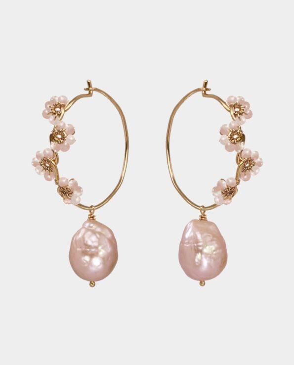 Håndlavede kreoler med fine peach moonstone og originale pink ferskvandsperler som populær gaveidé