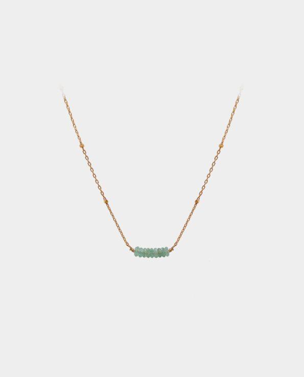 Halskæde med lyse aventuriner i enkelt design der giver det populære smykke en smuk udstråling der glimrer