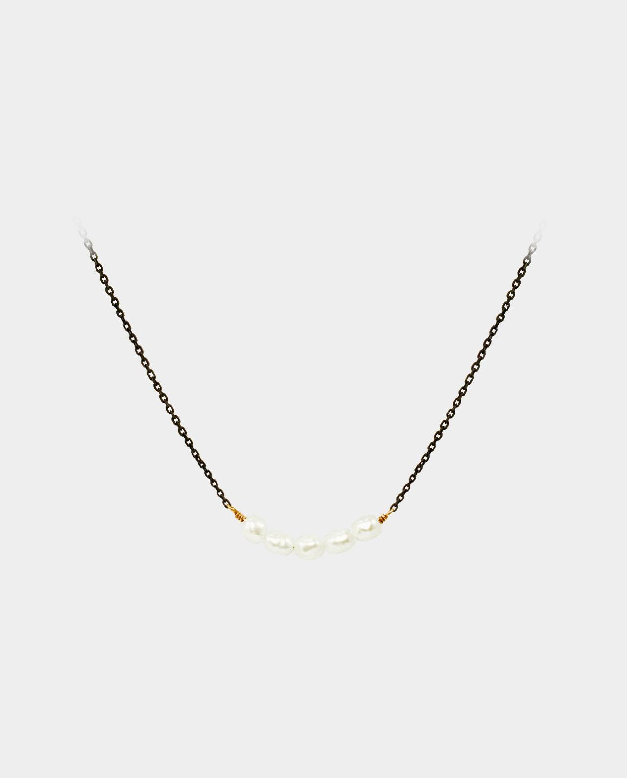 Necklace with freshwater pearls that shine on a sparkly chain in oxidized sterling silver