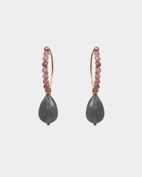 Øreringe med grå månesten og pink opaler med et moderne skandinavisk twist tilføjet et element af glamour og et smykke der står på mange veninders ønskeliste med ægte guldsmykker
