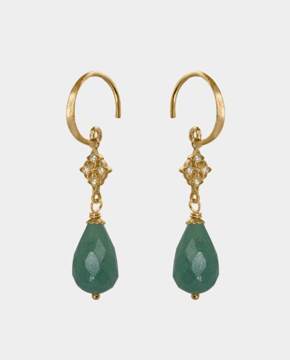 Klassiske øreringe med runde rustikke ørekroge med dråbeformet grøn onyx og kors vedhæng med zirkoner fra smykkebutik i København K