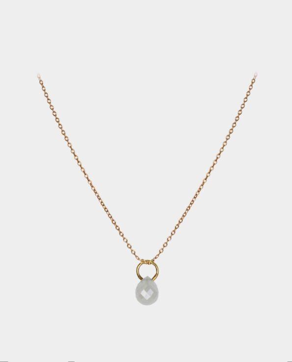 Halskæde med karakteristisk diamant der har personlighed og fanger lyset - fra smykkeforretning i Københavns centrum
