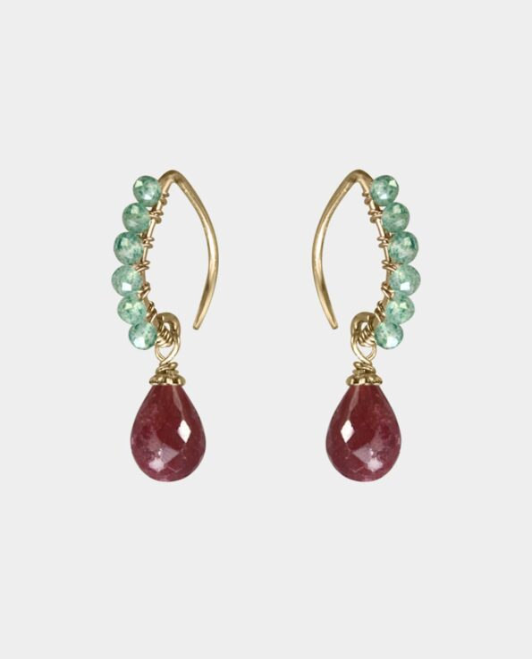 Green onyx earrings with rubies that merge in an authentic balance where they draw in women with a penchant for quality jewelry - from the jewelry store in Copenhagen