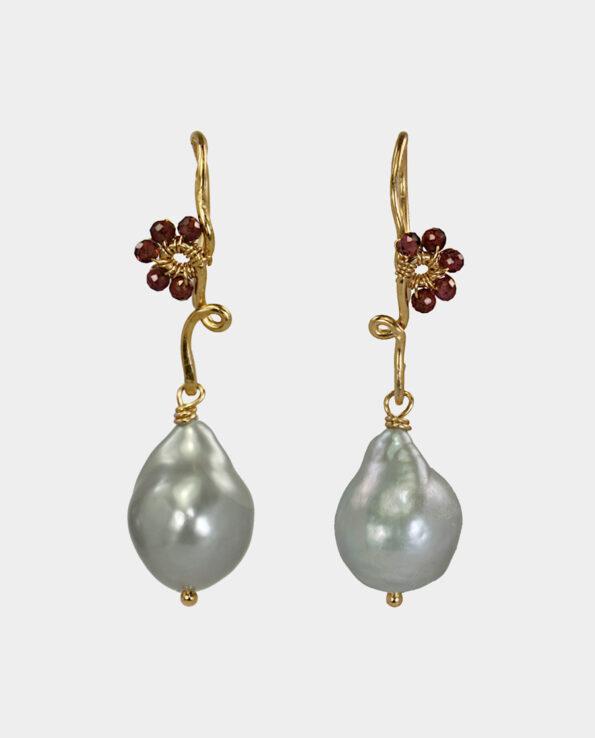 Vintage øreringe med rhodolit granater og grå perler i eget design til festen og bruden fra smykkeudsalg ved Strøget og Kultotvet
