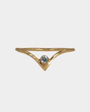 Retro halskæde med sort spinel er et klassiske skandinavisk smykke i et tidløst design som giver dit look et strejf af elegance med en gribende effekt når lyset rammer ædelstenene