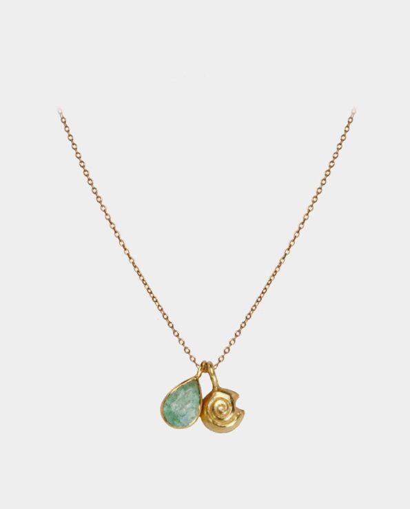 Kunstnerisk udformet halskæde med lysegrøn aventurin og sneglemotiv og kan købes i Københavns centrum