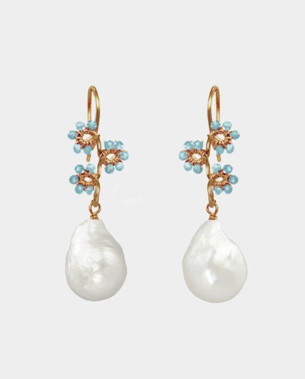 Oprigtige øreringe i moderne stil med lyseblå akvamarin og organiske hvide perler - et unikt perlesmykke til unge og modne damer - smykker som gave og til fest